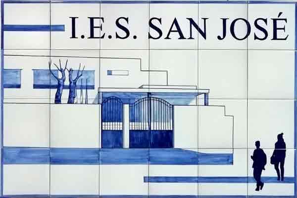 Azulejos sevillanos artesanos pintados a mano - Cerámicas Artesur - Comerciales - IES San josé