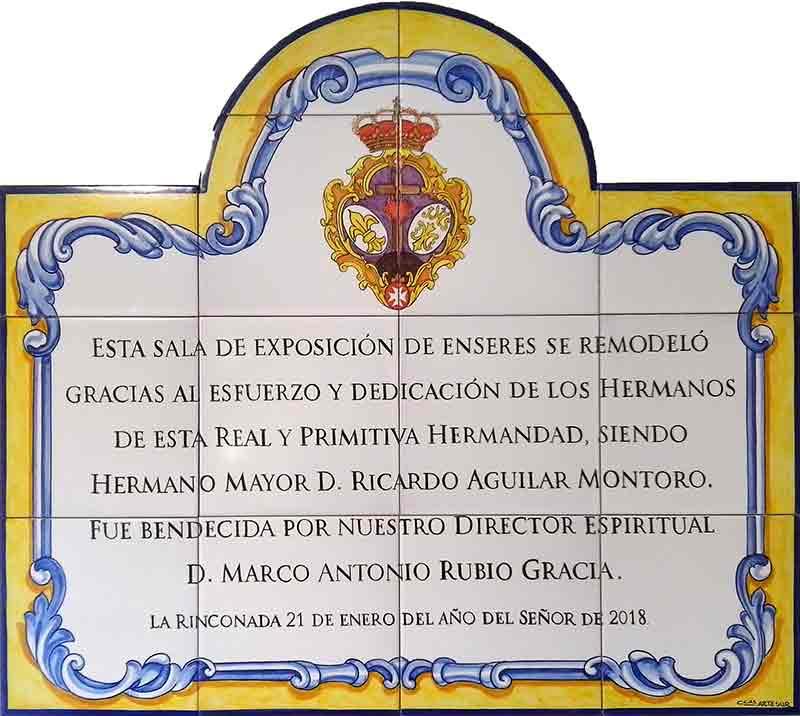Rótulo conmemorativo hermandad