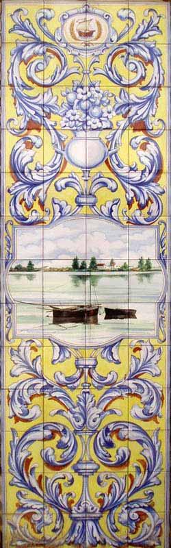 Mural ornamental vertical con paisaje