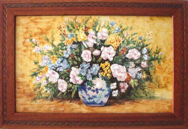 Azulejo con florero en fondo amarillo