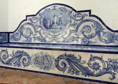 Banco de azulejos andaluz en azul con tema flamenco