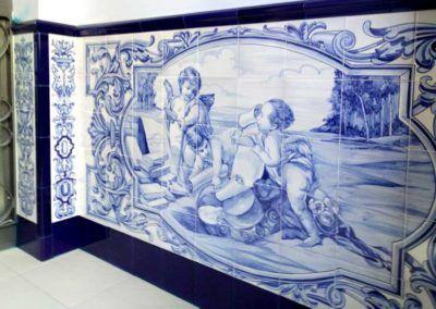 Zócalo de entrada con ángeles en tonos azules