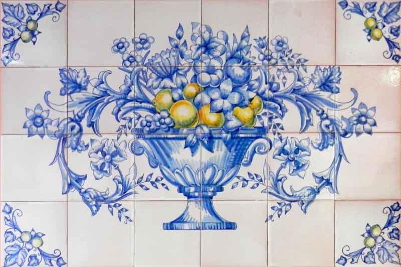 Mural azulejos con frutero azul y limones