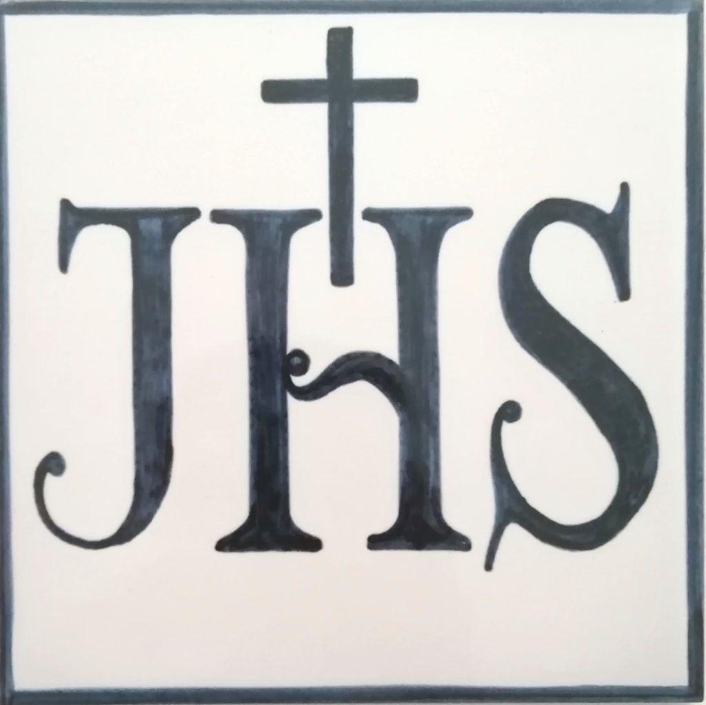 Azulejo pintado a mano - Cerámicas Artesur- Anagrama de Jesús-71229