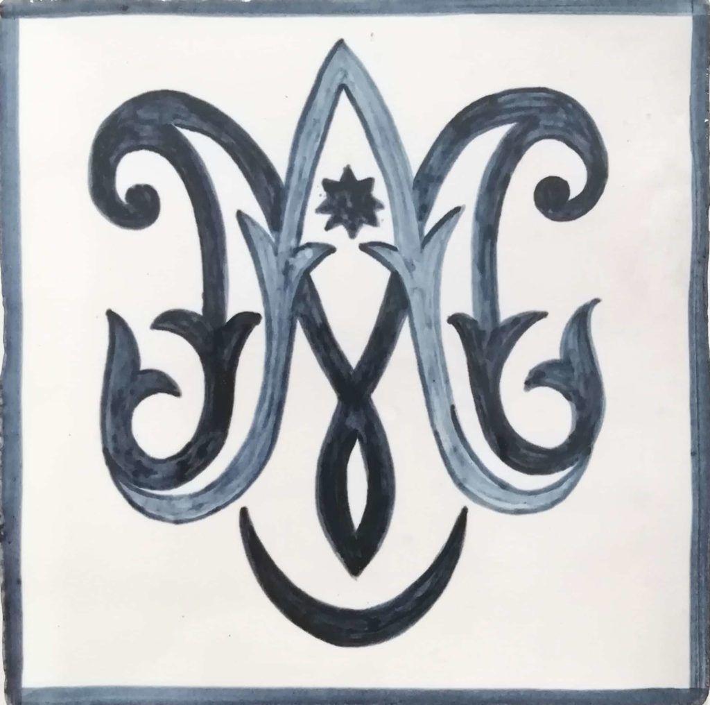 Azulejo pintado a mano - Cerámicas Artesur- Anagrama de Maria-71229