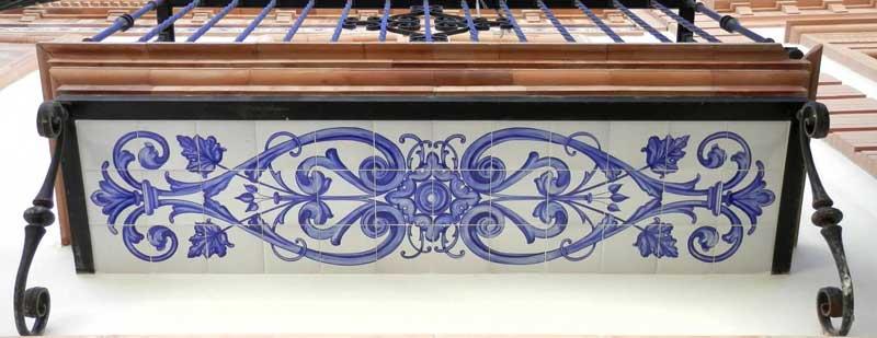Azulejos sevillanos artesanos pintados a mano - Cerámicas Artesur - Categoría balcones y ventanas
